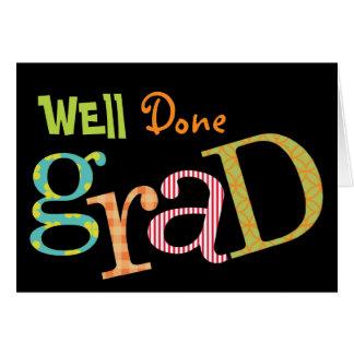 Enhorabuena bien hecha colorida del graduado del tarjeta de felicitación
