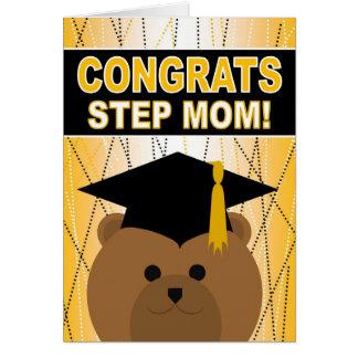 Enhorabuena de la graduación para la mamá del paso tarjeta de felicitación