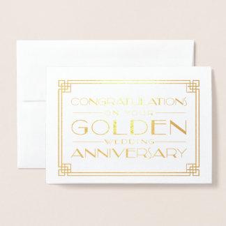 Enhorabuena del aniversario de boda de oro tarjeta con relieve metalizado