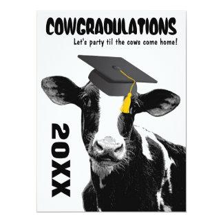 Enhorabuena divertida de la graduación de la vaca invitaciones personales