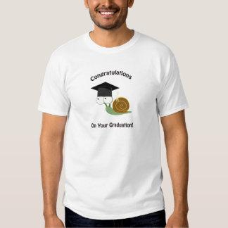 Enhorabuena en su caracol de la graduación camiseta