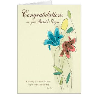 Enhorabuena para la licenciatura con la flor tarjeta de felicitación