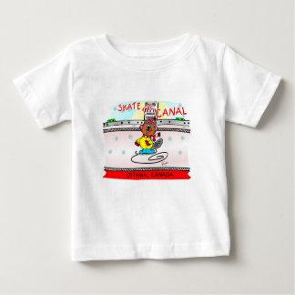 Enmadere los patines del castor el canal camiseta de bebé