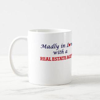 Enojado en amor con un agente inmobiliario taza de café