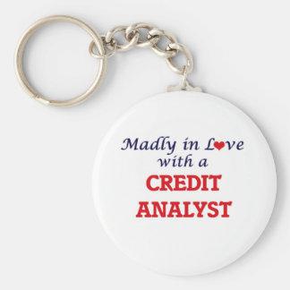 Enojado en amor con un analista de crédito llavero redondo tipo chapa