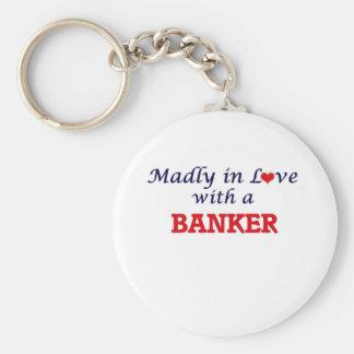 Enojado en amor con un banquero llavero redondo tipo chapa