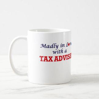 Enojado en amor con un consejero de impuesto taza de café