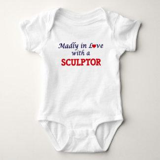 Enojado en amor con un escultor body para bebé