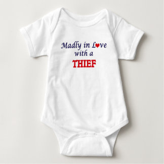 Enojado en amor con un ladrón body para bebé