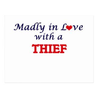 Enojado en amor con un ladrón postal