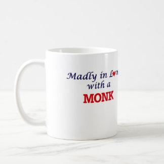 Enojado en amor con un monje taza de café