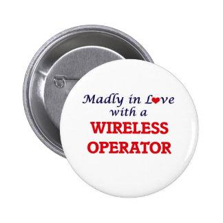 Enojado en amor con un operador inalámbrico chapa redonda de 5 cm