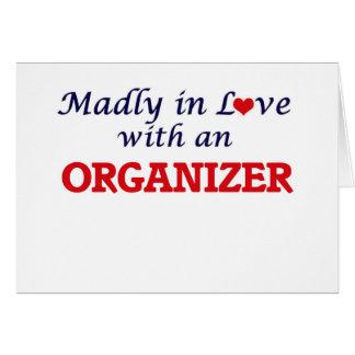Enojado en amor con un organizador tarjeta de felicitación
