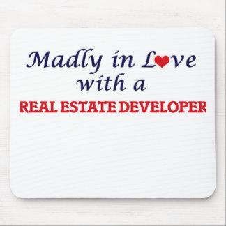 Enojado en amor con un promotor inmobiliario alfombrilla de ratón