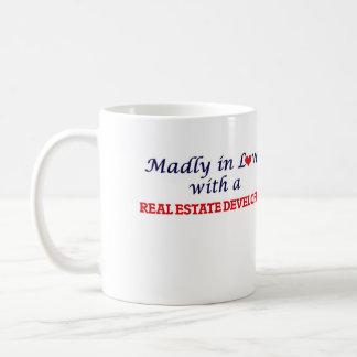 Enojado en amor con un promotor inmobiliario taza de café