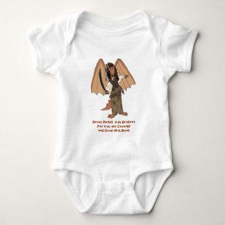 Enredadera del niño del dragón del pirata camiseta