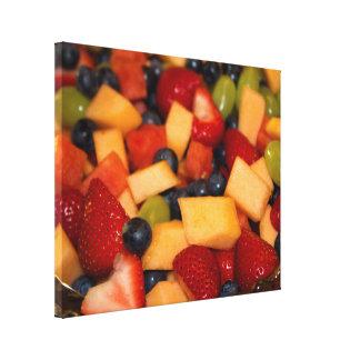 Ensalada de fruta con las uvas de los arándanos de impresión en lona estirada
