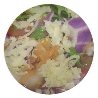 Ensalada deliciosa del queso plato de cena
