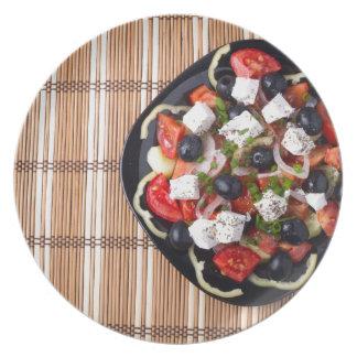 Ensalada vegetariana griega de los tomates, plato de comida