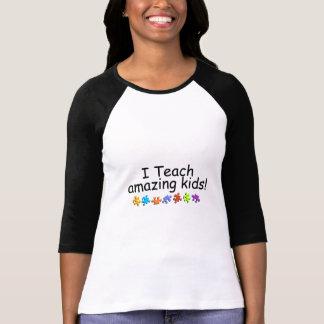 Enseño a los niños asombrosos (el rompecabezas) camiseta