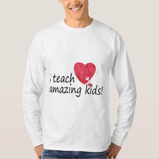 Enseño a niños asombrosos camisetas