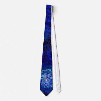 Entre en el lazo azul crepuscular del dragón corbata