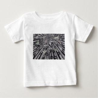 Entre real y surrealista por Carretero L. Shepard Camiseta De Bebé