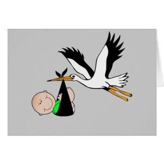 Entrega recién nacida por la cigüeña tarjeta de felicitación