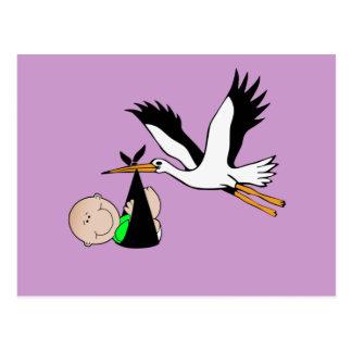 Entrega recién nacida por la cigüeña tarjeta postal