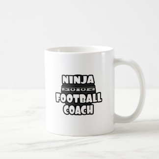Entrenador de fútbol de Ninja Taza Básica Blanca