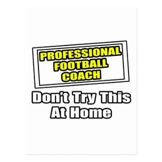 Entrenador de fútbol profesional. tarjeta postal