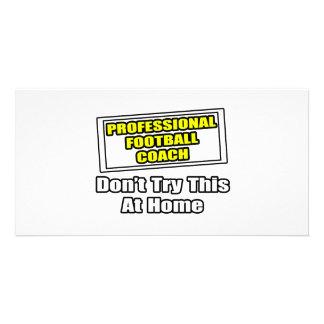 Entrenador de fútbol profesional. tarjetas fotográficas