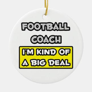 Entrenador de fútbol. Soy un poco una gran cosa Adorno Navideño Redondo De Cerámica