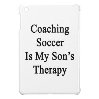 Entrenar fútbol es la terapia de mi hijo