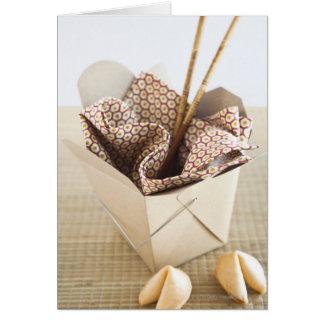 Envase y galletas de la suerte para llevar chinos tarjeta de felicitación