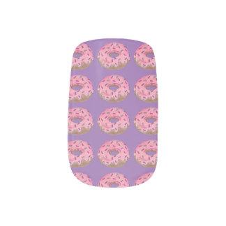 Envolturas Para Uñas El buñuelo púrpura rosado del buñuelo con asperja