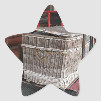 Equipaje y cesta de mimbre - gama del vintage pegatina en forma de estrella