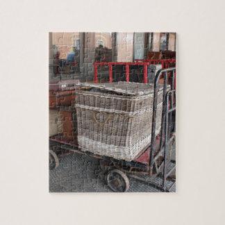 Equipaje y cesta de mimbre - gama del vintage puzzle
