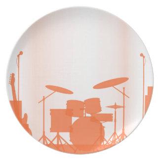 Equipo de la banda de rock en etapa platos para fiestas