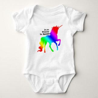 Equipo mágico del unicornio para los bebés body para bebé
