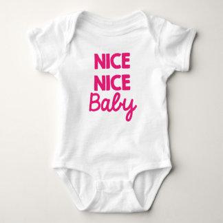 Equipo recién nacido Niza del rosa agradable de la Body Para Bebé