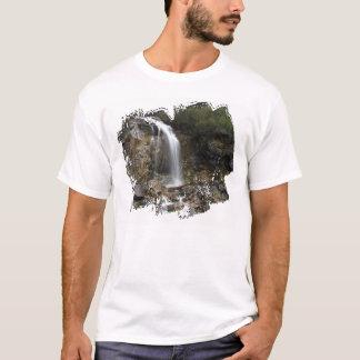 Erosión de la cascada camiseta