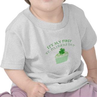 Es el día de mi primer St Patrick Camisetas