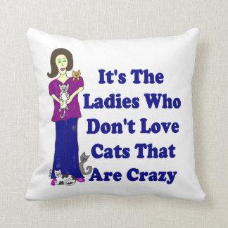 Es las señoras que no aman los gatos que están cojín decorativo