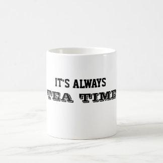 Es siempre taza del tiempo del té