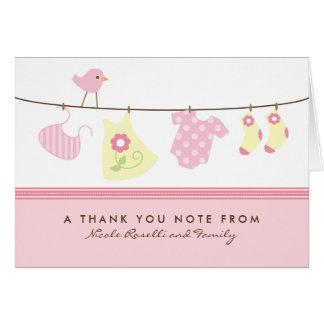 Es un bebé del chica que el lavadero le agradece c tarjeta