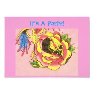 ¡Es un fiesta! - El diseño del cráneo invita Invitación 12,7 X 17,8 Cm