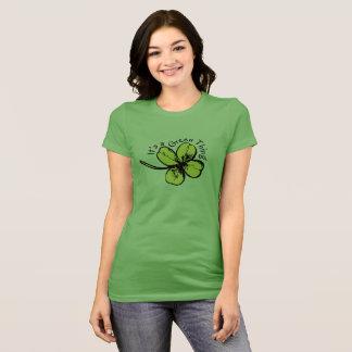 Es una camisa verde de la cosa para el día de St