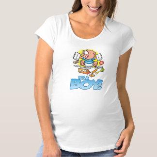 Es una camiseta de la maternidad del muchacho