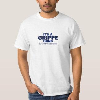 Es una camiseta del apellido de la cosa de Grippe